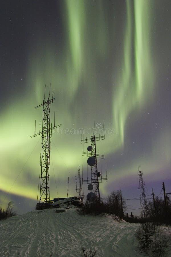 Double bande de l'aurore et deux antennes photographie stock libre de droits