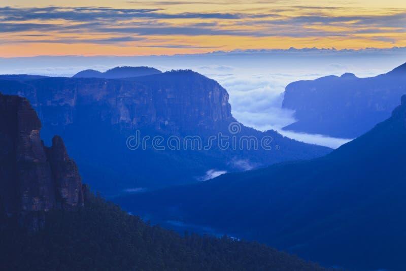 Double bleu de lever de soleil de saut de Govett de montagnes photographie stock libre de droits