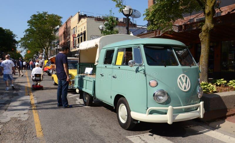 Double camionnette de livraison 1964 de taxi de Volkswagen image libre de droits