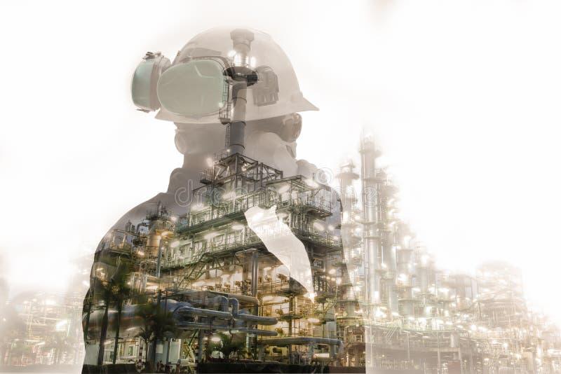 Double exposition d'homme d'ingénieur ou de technicien avec le casque de sécurité image libre de droits