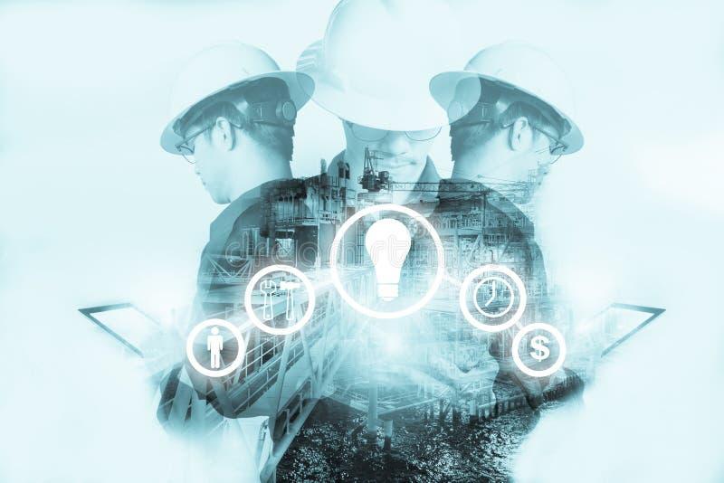 Double exposition d'homme d'ingénieur ou de technicien avec l'outil d'industrie image libre de droits