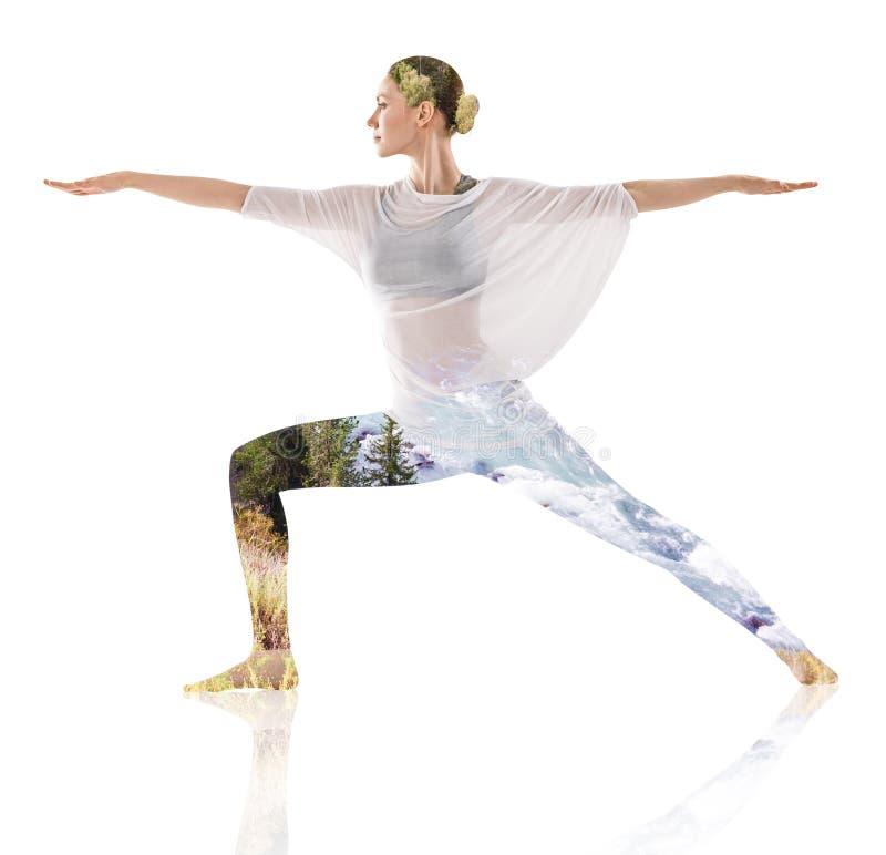 Double exposition de femme faisant l'exercice de yoga images libres de droits