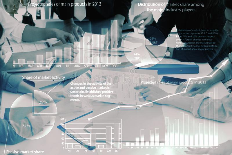 Double exposition de fond abstrait de la réunion d'affaires avec des mains sur le pointage de table de réunion et le rapport et l image libre de droits