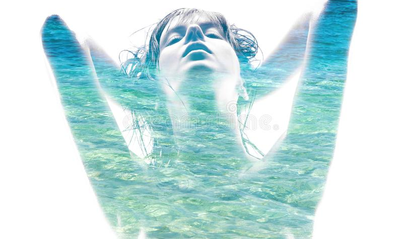 Double exposition de l'eau de mer d'andblue de femme photographie stock libre de droits
