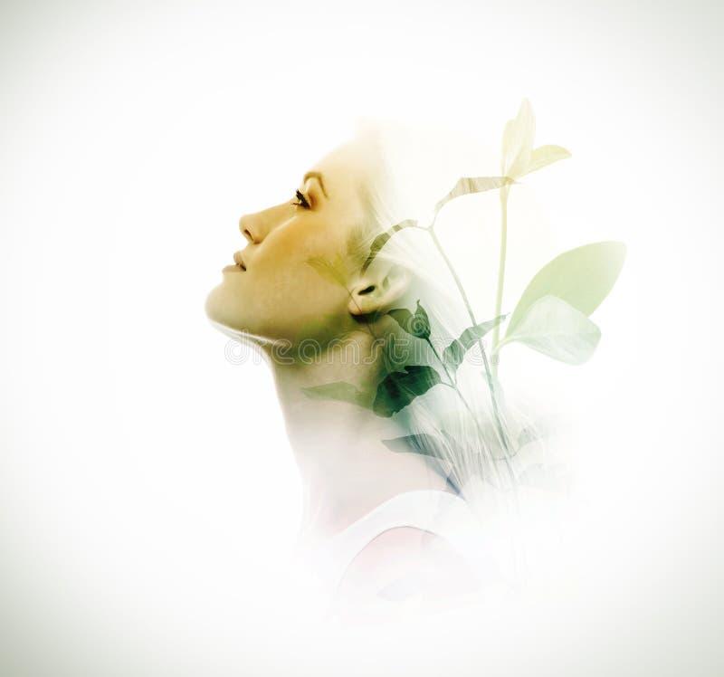 Double exposition des feuilles de femme et de vert image libre de droits