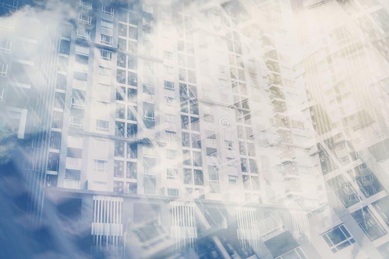 Double exposition du nouveau bâtiment de condominium images libres de droits