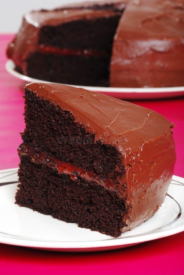 Double gâteau de chocolat rempli par fraise photo stock