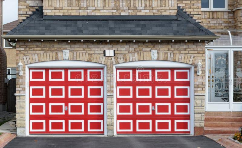 Double garage rouge Checkered photographie stock libre de droits