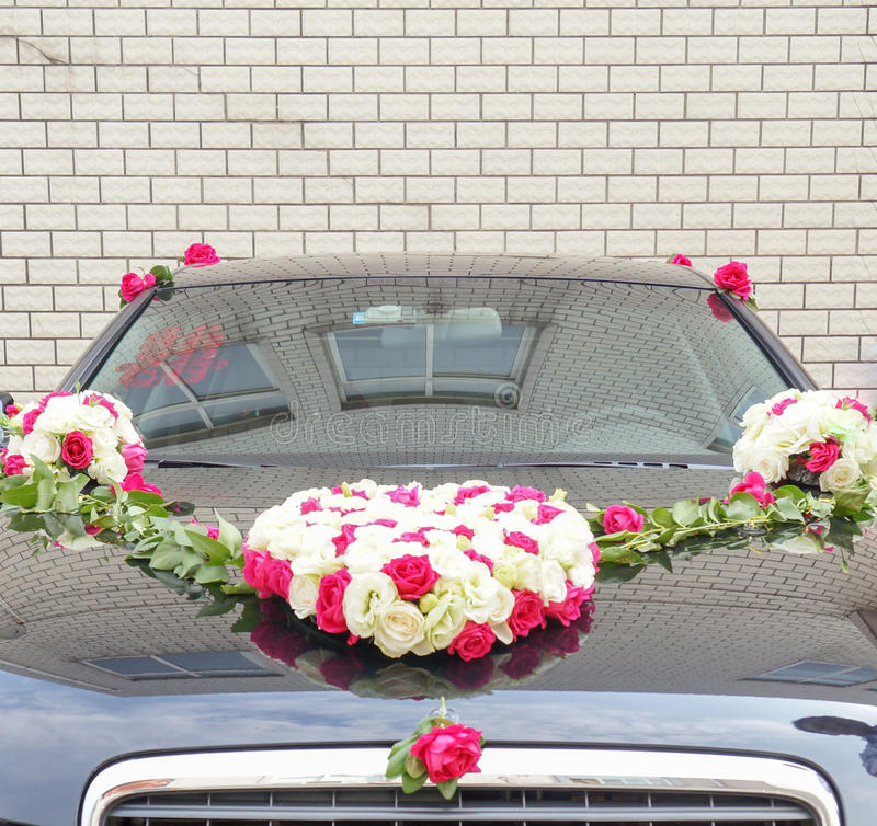 Double happiness wedding car. Front view of hood and windshield of car decorated for Chinese wedding. Flower heart of pink and white roses on hood. Chinese royalty free stock photos