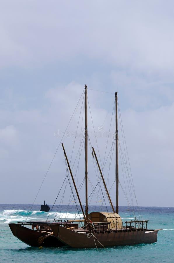 doubled在拉罗通加-库克群岛去壳了vaka 免版税库存图片