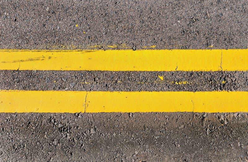 Doubles lignes jaunes images libres de droits