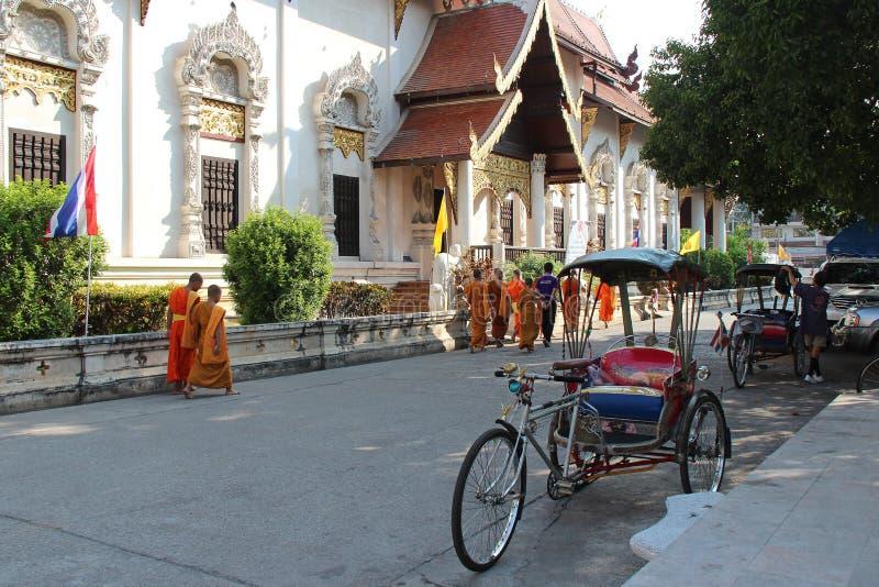Doubles sens (Wat Chedi Luang - Chiang Mai - Thaïlande) images libres de droits