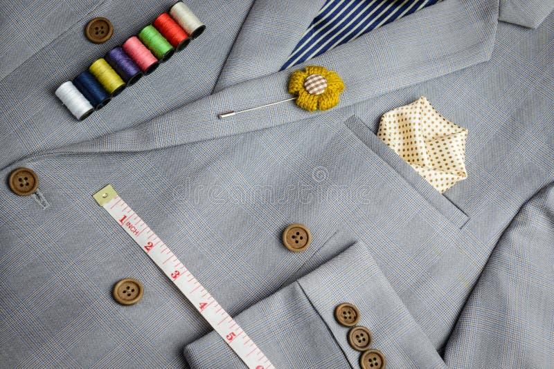 Doublez le costume breasted de bouton, texture grise de plaid photos stock