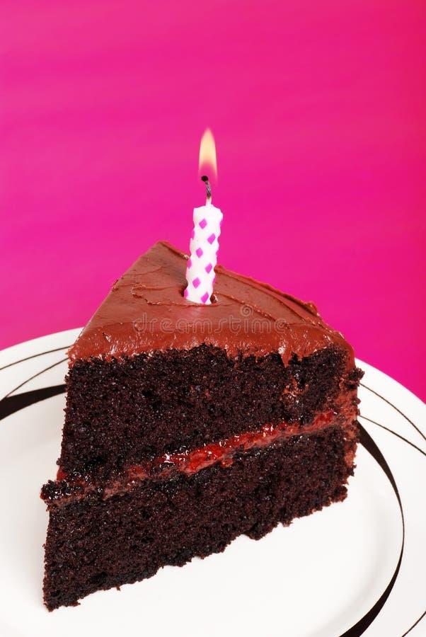 Doublez le gâteau d'anniversaire de chocolat images libres de droits