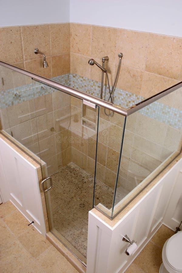 Douche au-dessus de vue image stock