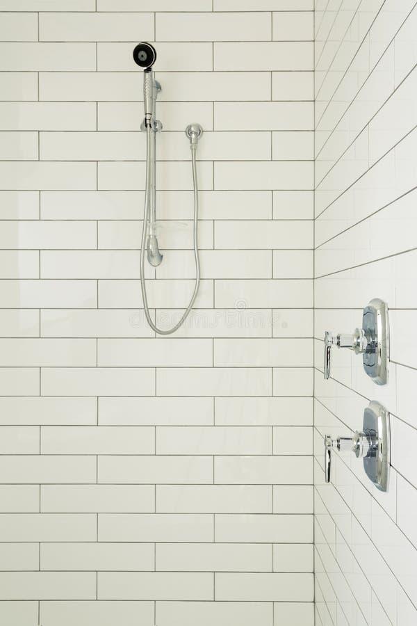 Douche principale de salle de bains photographie stock libre de droits