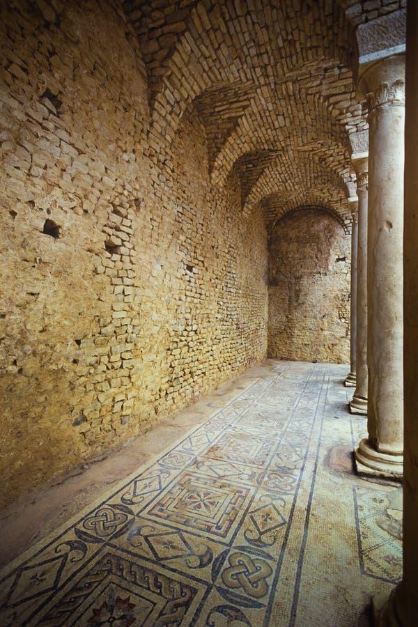 Dougga, Tunísia, Tunes - cidade romana antiga fotos de stock