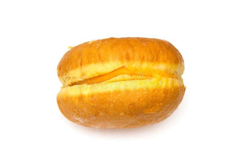 Doughnut με την κρέμα αυγών στο άσπρο υπόβαθρο στοκ εικόνα με δικαίωμα ελεύθερης χρήσης