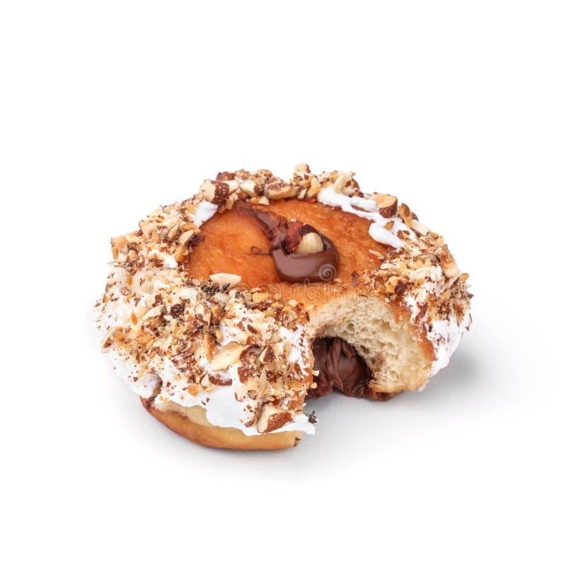 Doughnut με τον πυρήνα κρέμας και φουντουκιών Άποψη από μια γωνία σαράντα πέντε βαθμού Απομονωμένη εικόνα Doughnut δευτερεύων-δαγ στοκ εικόνες με δικαίωμα ελεύθερης χρήσης