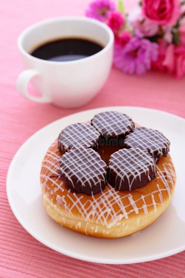Doughnut φλυτζανιών καφέ σοκολά&ta Στοκ Εικόνες