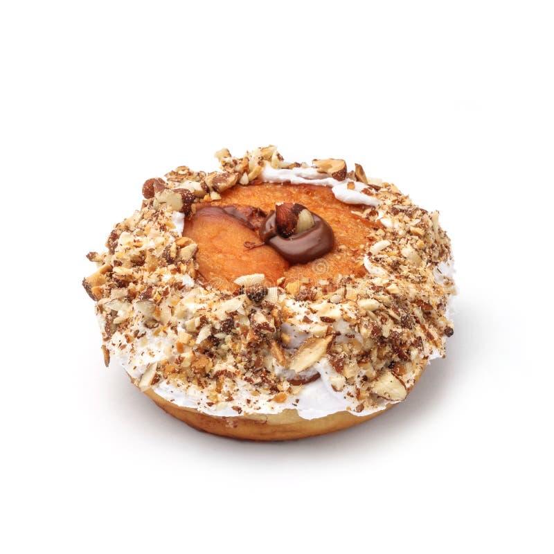Doughnut met room en hazelnootkern Mening vanuit een vijfenveertig graadinvalshoek Geïsoleerd beeld stock foto's
