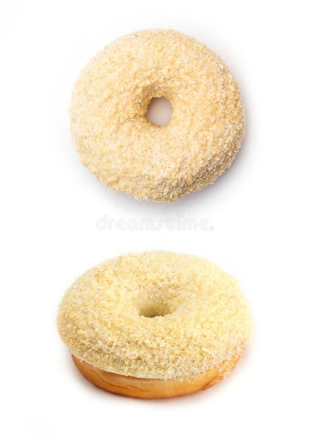 Doughnut met room en kokosnoot, op witte achtergrond wordt geïsoleerd die Hoogste mening en mening vanuit een invalshoek royalty-vrije stock fotografie
