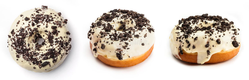 Doughnut met witte die room en chocolade, op witte achtergrond wordt geïsoleerd Mening vanuit drie verschillende invalshoeken stock afbeelding