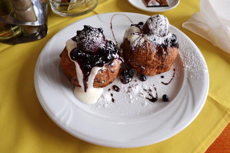 Doughnut - Papanasi royalty-vrije stock afbeeldingen