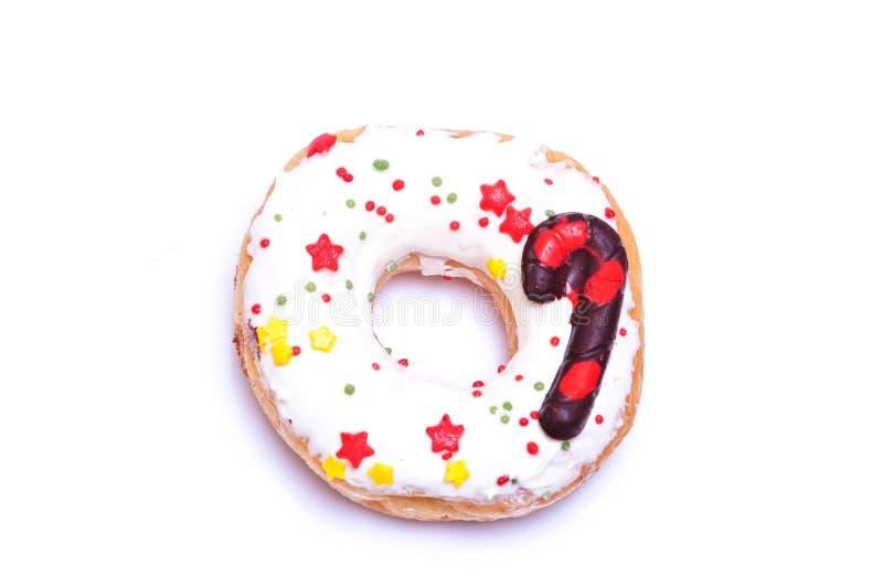 doughnut voor Kerstmis op witte achtergrond wordt verfraaid die royalty-vrije stock foto's