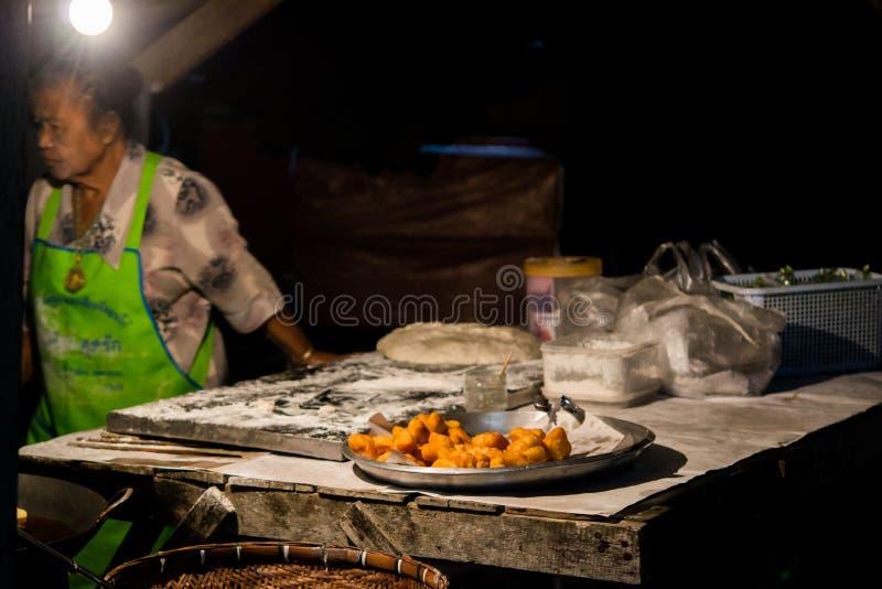 Doughstick fritto in grasso bollente fotografie stock libere da diritti