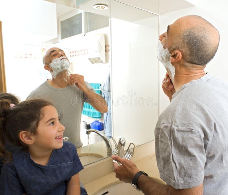 doughter ojca golenia dopatrywanie obrazy royalty free