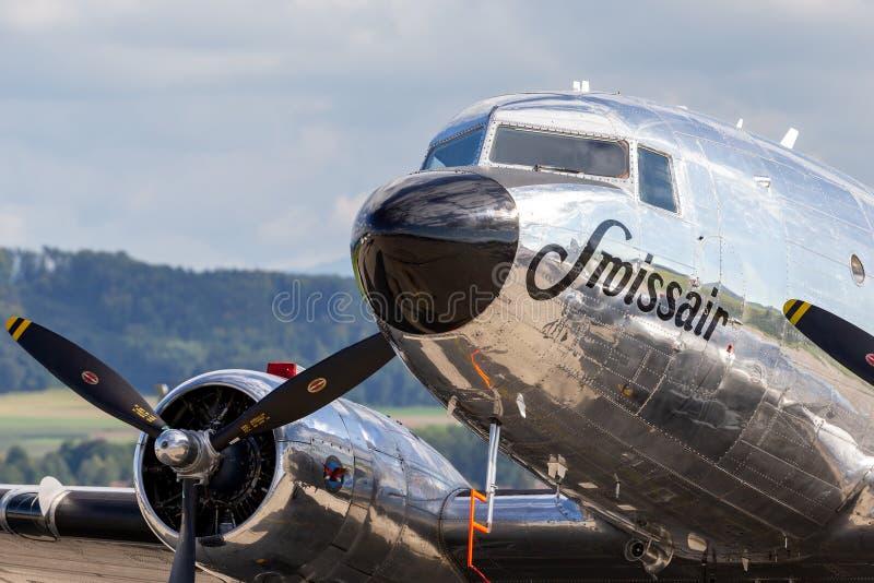 Douglas DC-3C tappningtrafikflygplan N431HM royaltyfri fotografi