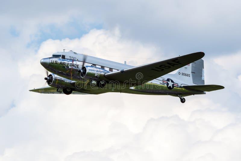 Douglas DC-3 Dakota - avião de transporte warbird imagens de stock