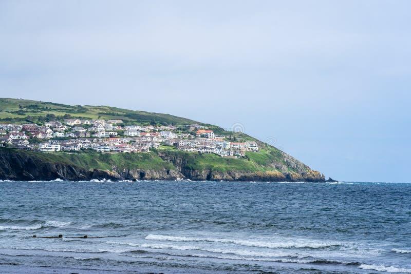 Douglas is de hoofd en grootste stad van het Eiland Man Het wordt gevestigd bij de mond van de Rivier Douglas, en op een vegende  stock fotografie