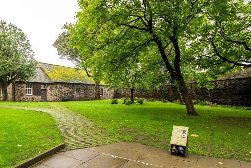 Douglas Gardens met 'Mythe en de informatietribune van Moorden in Stirling Castle, Schotland royalty-vrije stock afbeelding
