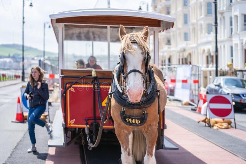 Douglas, ilha do homem, o 16 de junho de 2019 Douglas Bay Horse Tramway na ilha de corridas do homem ao longo do passeio da frent fotografia de stock royalty free