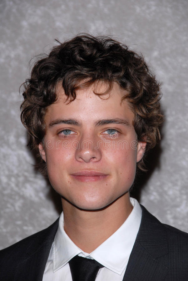 Download Douglas Smith redaktionelles stockbild. Bild von smith - 26357099