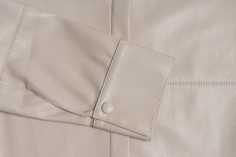 Douille beige en cuir sur un matériel piqué photo stock