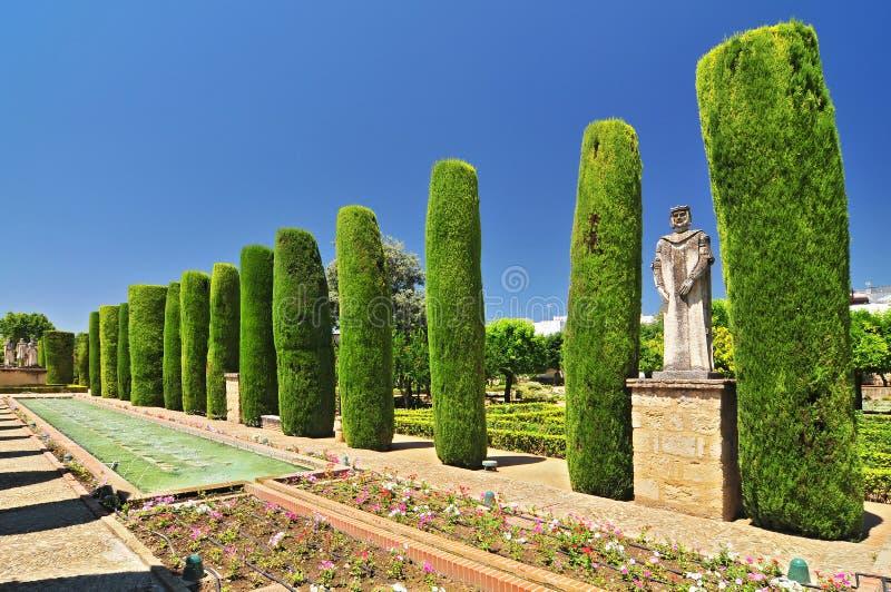 Douleur Andalousie Cordoue, Alcazar de l'allée de cyprès de rois et des bassins chrétiens dans les jardins, Espagne images stock