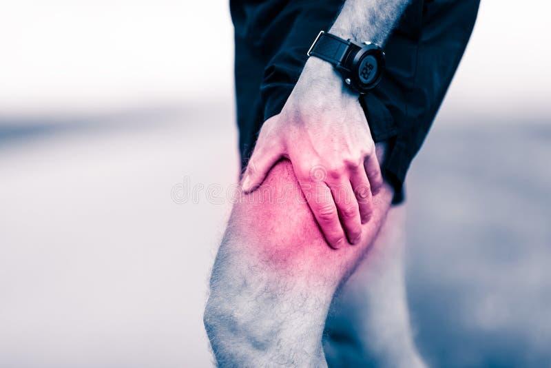 Douleur dans la jambe de coureur pendant la formation photo libre de droits