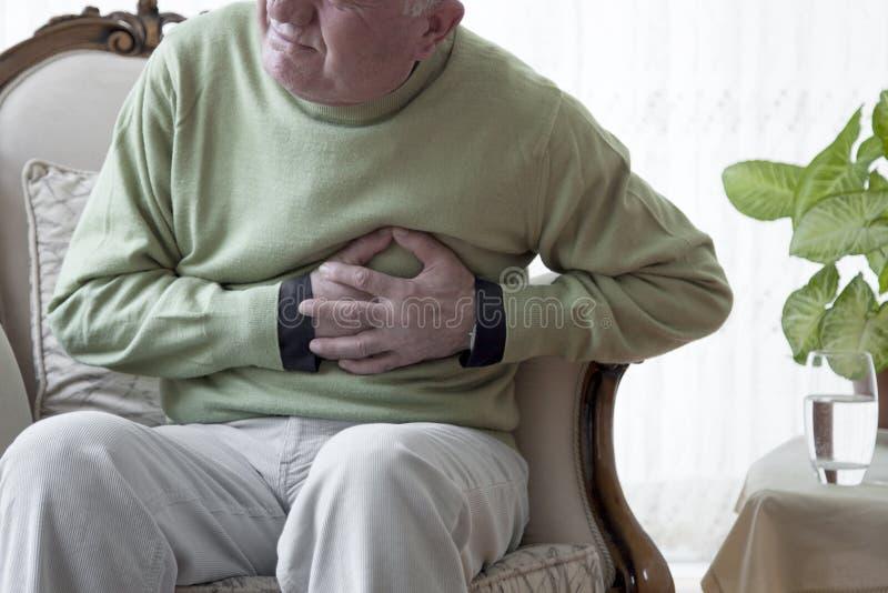Douleur de vieil homme de douleur image stock