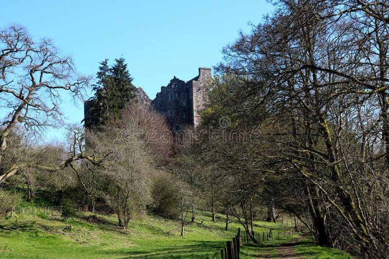 Doune Castle Σκωτία ενάντια σε έναν μπλε ουρανό στοκ φωτογραφία με δικαίωμα ελεύθερης χρήσης