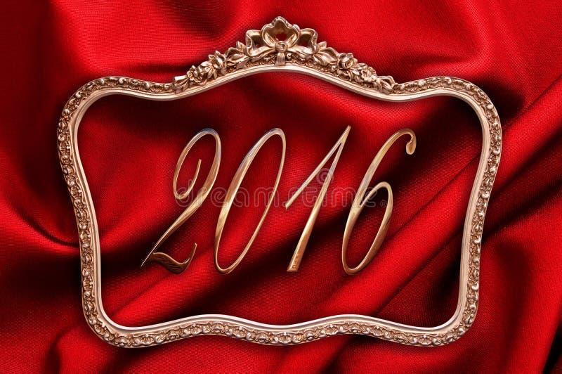 2016 dourado em um quadro antigo com seda vermelha foto de stock