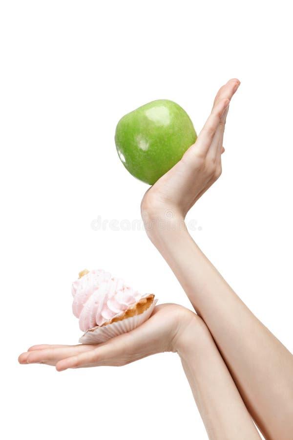 Douter entre la pomme au goût âpre et verte photographie stock libre de droits