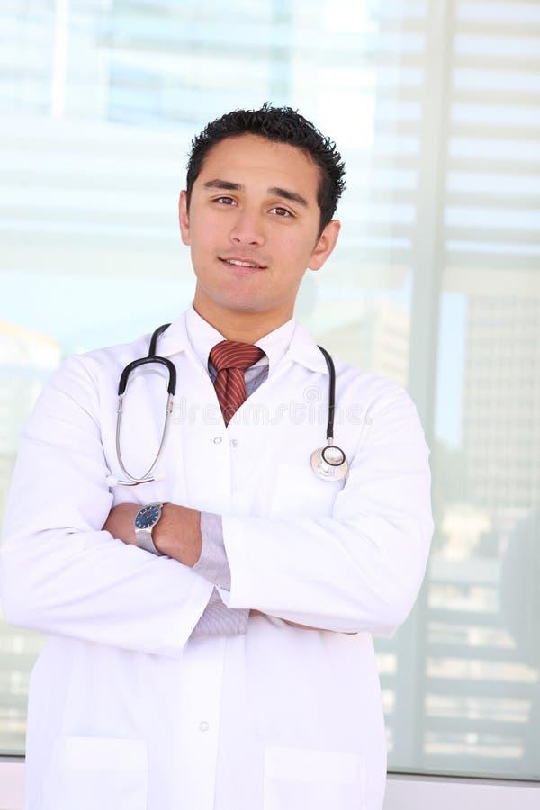 Doutor bem sucedido feliz foto de stock