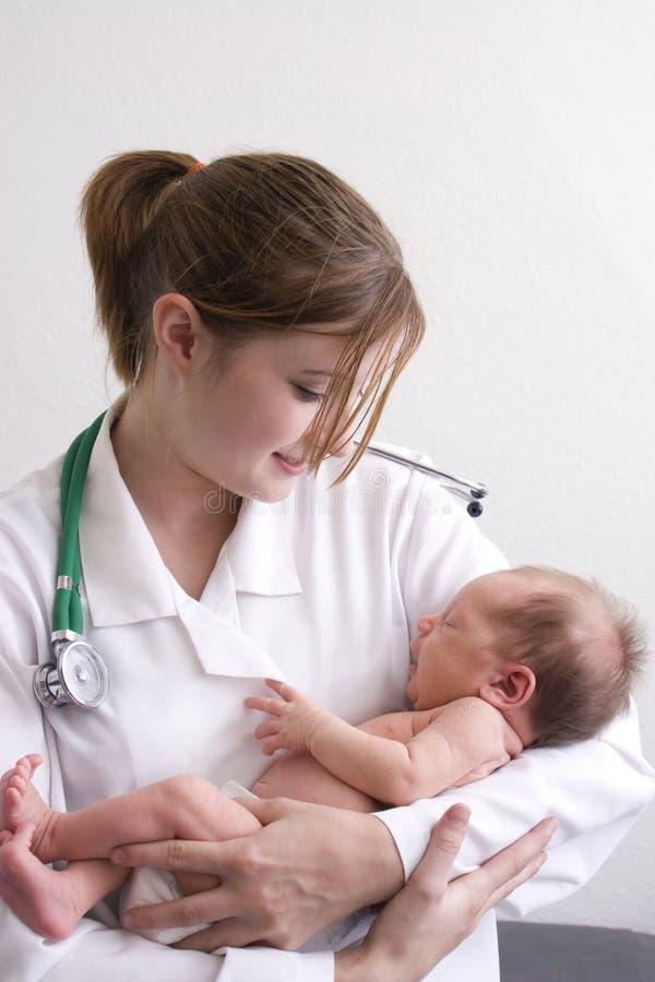 Doutor com bebê fotografia de stock