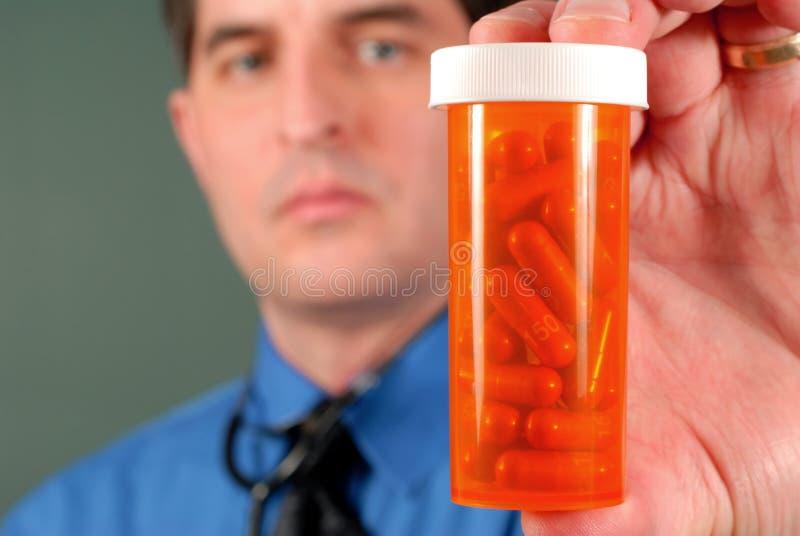 Doutor com comprimidos imagens de stock royalty free