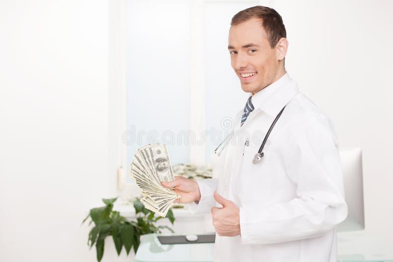 Doutor com dinheiro. foto de stock royalty free