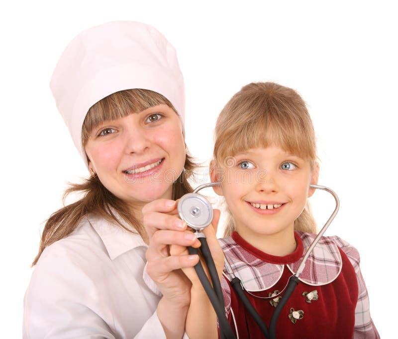 Doutor com estetoscópio e criança. imagens de stock