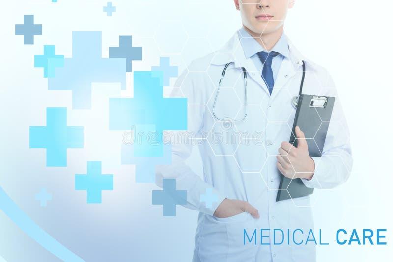 Doutor com estetoscópio e diagnóstico imagens de stock